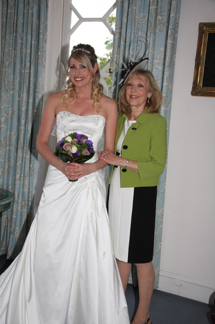 Wedding photographer - Bride with Mum